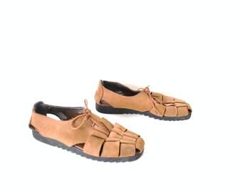 90s boho huarache oxfords vintage tan NUBUCK leather woven closed toe fisherman sandals size 7