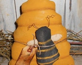 Primitive Bee Skep and Bee,grubby,Summer decor,Tuck,Sitter,Collectible SCOFG