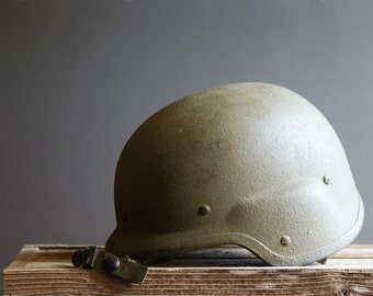 Unicor PASGT Helmet, Army Green, Kevlar with Webbing, 1980s Military Combat Issue, Size Medium, Soldier Hat, Adult Halloween Costume