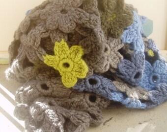 Big Blossom blanket throw grey blue green