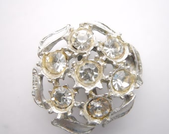 RHINESTONE FLOWER BROOCH or pendant, seven inset stones, surrounded by leaves