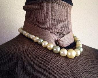 Vintage Spring Green Pearlescent Faux Pearl Necklace