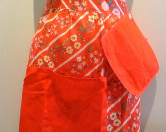 Holiday Savings Vintage 1950s Floral Christmas Country Apron Half Apron w Christmas Red Pocket and Pot Holder