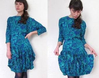 Vintage Silk JUNGLE TANGO Dress//Streamer Ruffle Skirt//Batwing Sleeves//Size 6