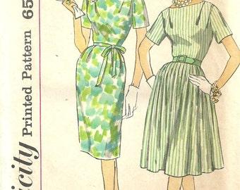 Simplicity 3853 / Half Size Slenderette / Vintage 60s Sewing Pattern / Dress / Bust 37
