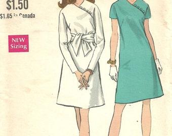 Vogue 7326 / Vintage 60s Sewing Pattern / Mock Wrap Dress / Size 10