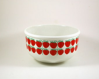 Rare Arabia Pomona Mansikka Serving Bowl by Raija Uosikkinen - Red Strawberries