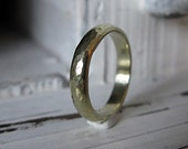 18K Green Gold Man Wedding Band 4mm Hammered Gold Ring Commitment Ring Man Wedding Ring 18K Gold Ring Unique Wedding Band