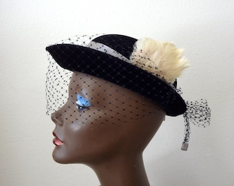 1950s Black Hat with Cream Feather and Black Net Veil / vintage accessory