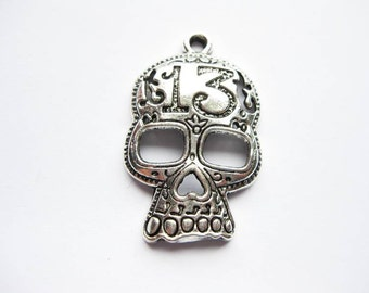 4 Skull Pendants in Silver Tone - C508