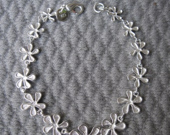 Petite Graduated Sterling Silver Relaxed n Reversible Daisy Chain Bracelet