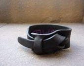 Leather cuff in black by Muse