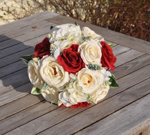 bouquet de mariage en bleu blanc et rouge fait avec des roses. Black Bedroom Furniture Sets. Home Design Ideas