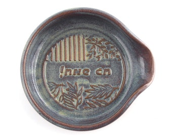 """Jewish hostess gift - Ceramic Spoon Rest """"Happy Holiday!"""" in Hebrew"""