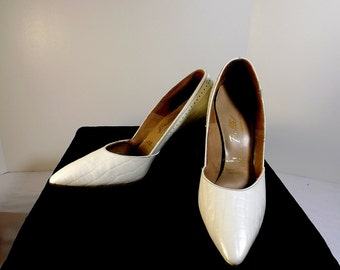 BALLI Lustrous White Alligator Heels Size 8 AAA 8 Very Narrow