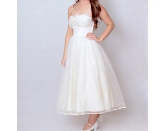 1950s Strapless Fit and Flare Tulle Wedding Dress • 50s Vintage Ivory Bridal Gown • Full Circle Skirt • Small • White