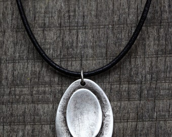 Vintage style  This beautiful handmade silver-plated leather cord necklace