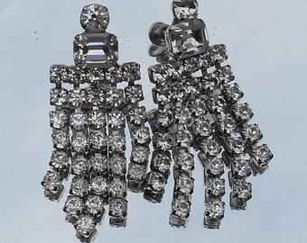 Rhinestone dangle chandelier earrings, clear faceted rhinestones, prong set, silver tone metal, formal, wedding, prom, 1940's-60's