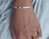 Mom bracelet / Silver name bar bracelet / Personalized jewellery / Custom nameplate bracelet / Bracelet with name and birthdate