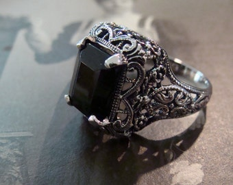 Lovely Sterling Silver Filigree Black Onyx Ring  Size 6 3/4 Victorian design