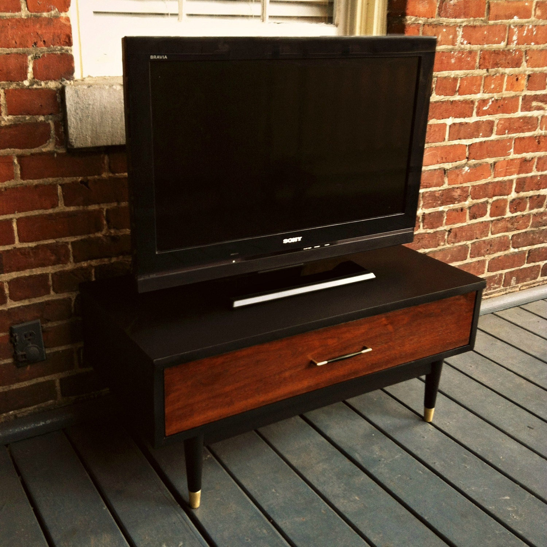 mid century modern walnut tv stand media console. Black Bedroom Furniture Sets. Home Design Ideas