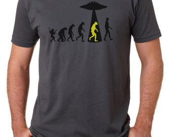 Men's T shirt: Theory of Human Evolution - Ancient Aliens?
