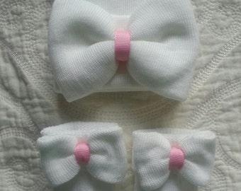 White Newborn girl hat with Pink center ribbon and matching socks.  Newborn gift set. Hospital Newborn hat.
