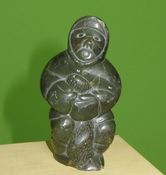 Inuit Eskimo Soapstone Carving Hunter Seal 1960: 1983 Hand Carved Inuit Soapstone 4 Eskimo With Seal