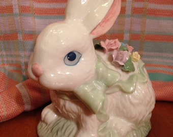 "Beautiful Heritage House ""Cuddles"" Bunny Music Box"