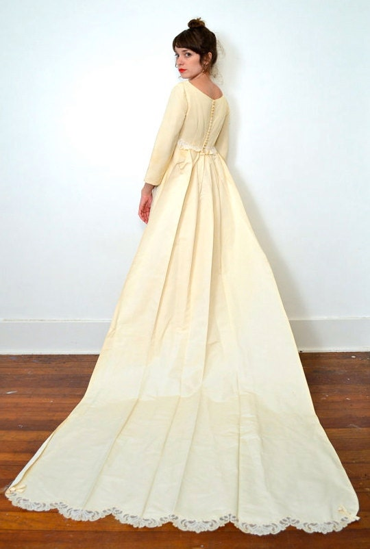 Vintage empire waist wedding dress simple cream 70s dress for Wedding dress large bust small waist