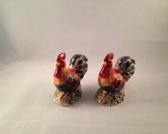 Vintage Rooster Salt and Pepper Shakers by GKAO China