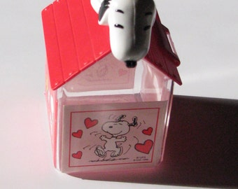 Free Shipping__Vintage Snoopy Candy Container with scoop Mint Condition Always a Collectible - FREE SHIPPING