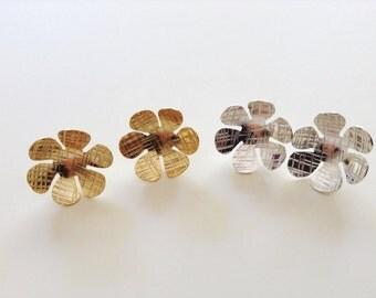 Gold post flower earrings, silver post flower earrings, Daisy Earrings, Gold stud Earrings, Flower Earrings, Silver stud flower earrings