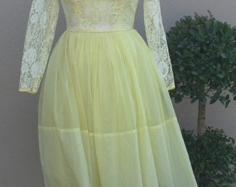 1950s 1960s Party Dress - Pale Yellow Party Dress with Lace - Tulle Chiffon - Girly Feminine Sweet Demure Dainty Lace and Chiffon - 30 Bust