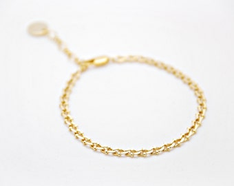 Tiny chain bracelet - detailed