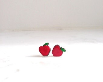 Red delicious apple studs (10mm)