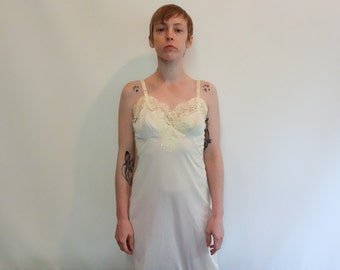 SALE! Vintage 1960s pale yellow nylon slip, lace-trimmed XS-S (34) boho festival semi-sheer lacy layering piece