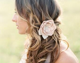 Wedding Flower Hair Clip. Bridal Champagne Flower Clip. Bridal Hair Accessory.