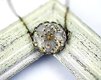 Echte Blüte kleine zarte Halskette