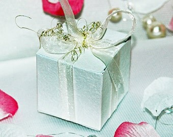 15 Wedding bonbonniere - Wedding Favor Candy Box (shimmered textured cardboard) with Romantic Organza Bow-White-Ivory