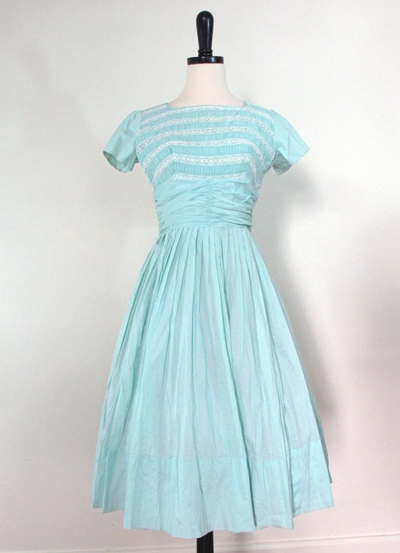 https://www.etsy.com/dk-en/listing/205356711/1950s-mint-dress-50s-vintage-dress-50s?ref=sr_gallery_30&ga_search_query=50s+vintage+dresses&ga_search_type=all&ga_view_type=gallery