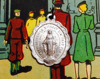 1930s SCALLOPED MARY MEDAL Beautiful France