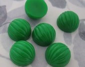 18 pcs. vintage fluted ridged green plastic cabochons 14mm - f2961
