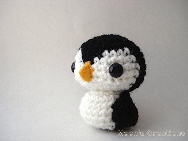 Amigurumi Penguin Crochet : Penguin amigurumi doll with keychain or ornament options