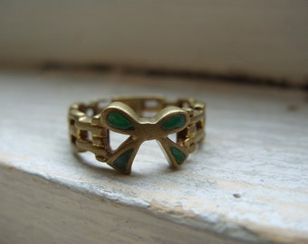 FREE SHIPPING Vintage Brass Ring with Green Bow Accent - Size 6