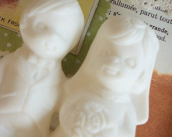 Vintage / Bride and Groom Wedding Cake Topper / Ceramic / DIY