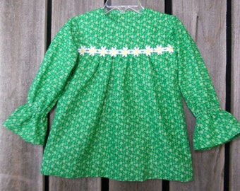 Toddler dress in size 1 (fits 12 to 18 months) made from vintage reclaimed materials/ Eco wear/ photo fashion/ green/ daisies/ baby dress