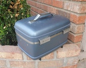 American Tourister Blue TRAIN CASE - Perfect Condition - Includes Tray, Mirror, Tags, and KEYS - makeup luggage suitcase