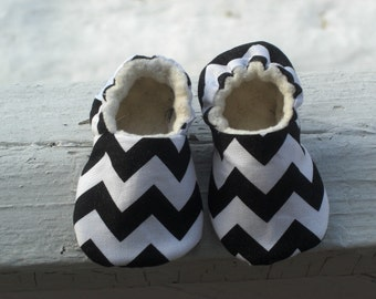 Black and White Chevron, Baby Shoes, Baby slippers, Gender neutral, Black with white polka dot,  Organic Cotton Sherpa