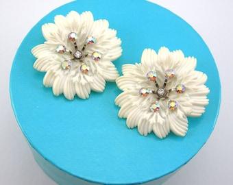 White Plastic Flower Clip Earrings Rhinestones Vintage 1950s era, Large 2 Inch Featherweight, Costume Jewelry Wedding Bridal